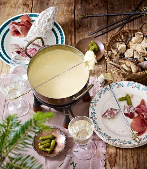 478802-1-eng-GB_savoyard-cheese-fondue-470x540