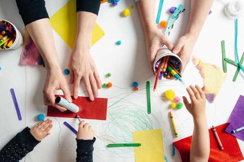 Jak dzieci używają zabawki sensoryczne?
