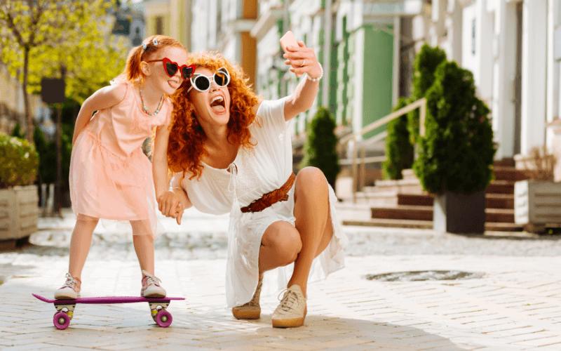Zdjęcie z mamą - mama i córka w okularach.